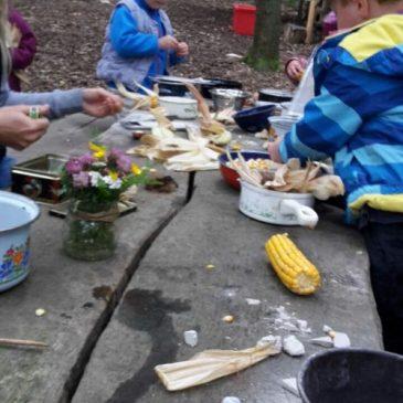 Wir spielen mit Mais
